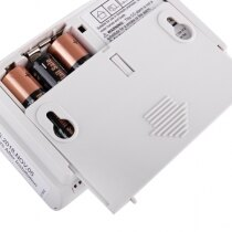 Includes 3x AA alkaline batteries and wall mounting back plate