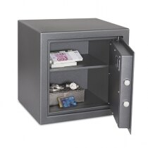 Fitted with an adjustable/removable shelf