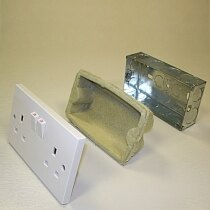 Fire and acoustic insert suitable for metal socket boxes