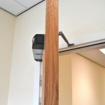 In free-swing mode the Agrippa door closer provides no resistance when opening the door