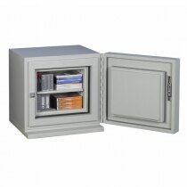 The safe is supplied with a height adjustable shelf