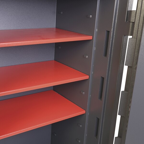 Provided with two shelves to organise the safes contents