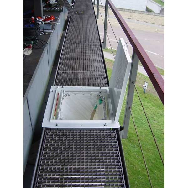 Underfloor Evacuation Chute for External Walkways and Scaffolding