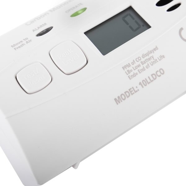 Loud 85dB alarm sounder warns occupants of danger
